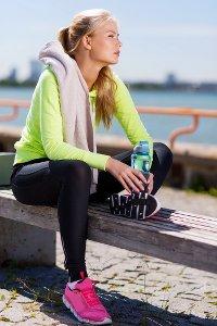 Abnehmen am Bauch mit Wassertrinken - 5 ultimative Tipps zum Abnehmen am Bauch