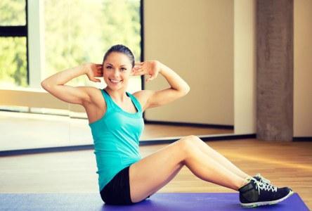 Bauchmuskeltraining Fitnessstudio 444x300 - Die 5 besten Bauchmuskelübungen für einen starken Bauch